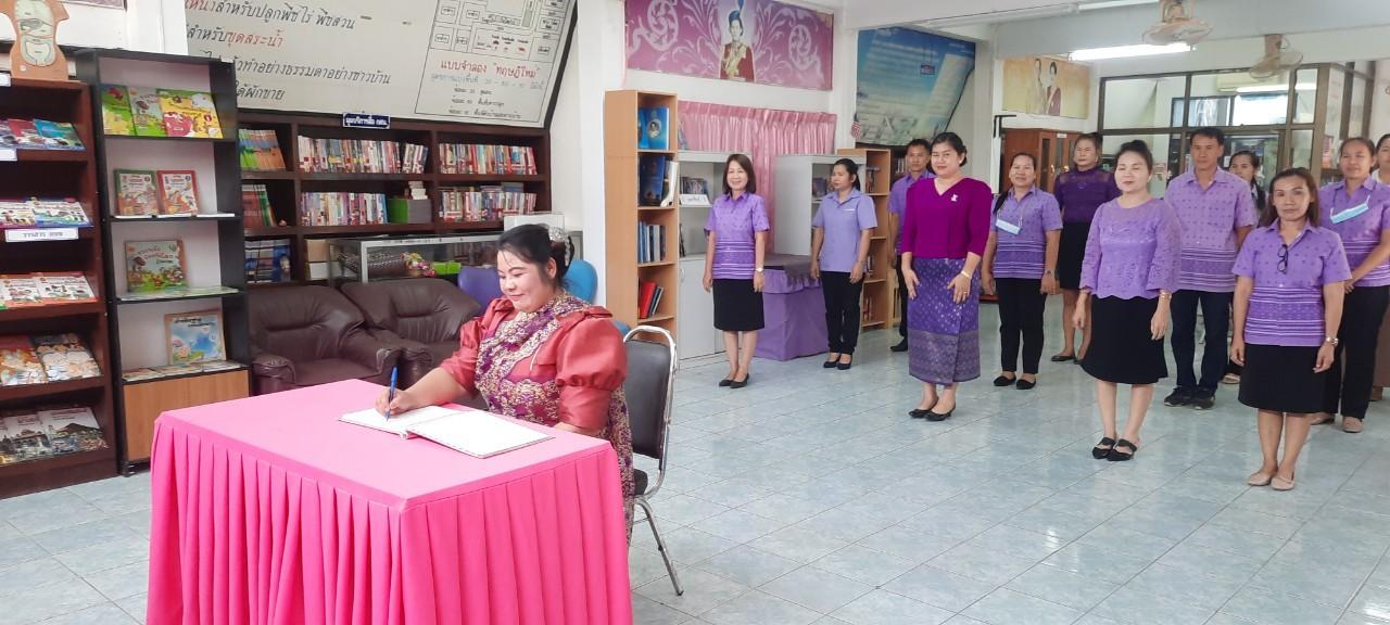 """ลงนามถวายพระพร  เนื่องในโอกาสวันคล้ายวันพระราชสมภพของสมเด็จพระกนิษฐาธิราชเจ้า กรมสมเด็จพระเทพรัตนราชสุดาฯ สยามบรมราชกุมารี ผู้ทรงมีคุณูปการต่อวงการหนังสือไทย เป็นวันรักการอ่าน และเป็น """"วันอนุรักษ์มรดกไทย """""""